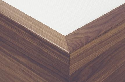 Vincennes Woodenboxspring Craftsmanship: Wood raised edge